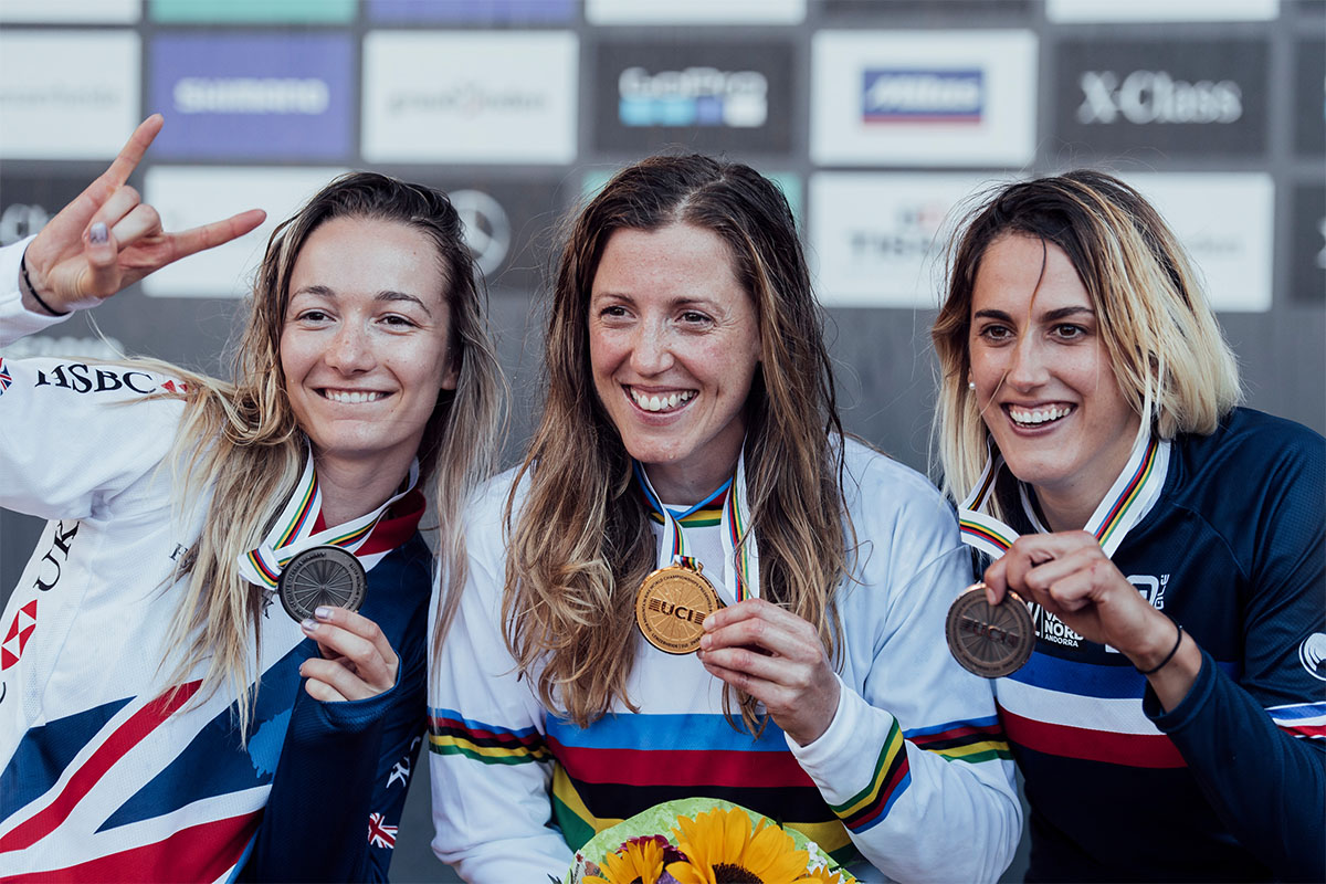 Rachel Atherton, Tahnée Seagrave e Myriam Nicole, vencedoras da elite Downhill Feminino